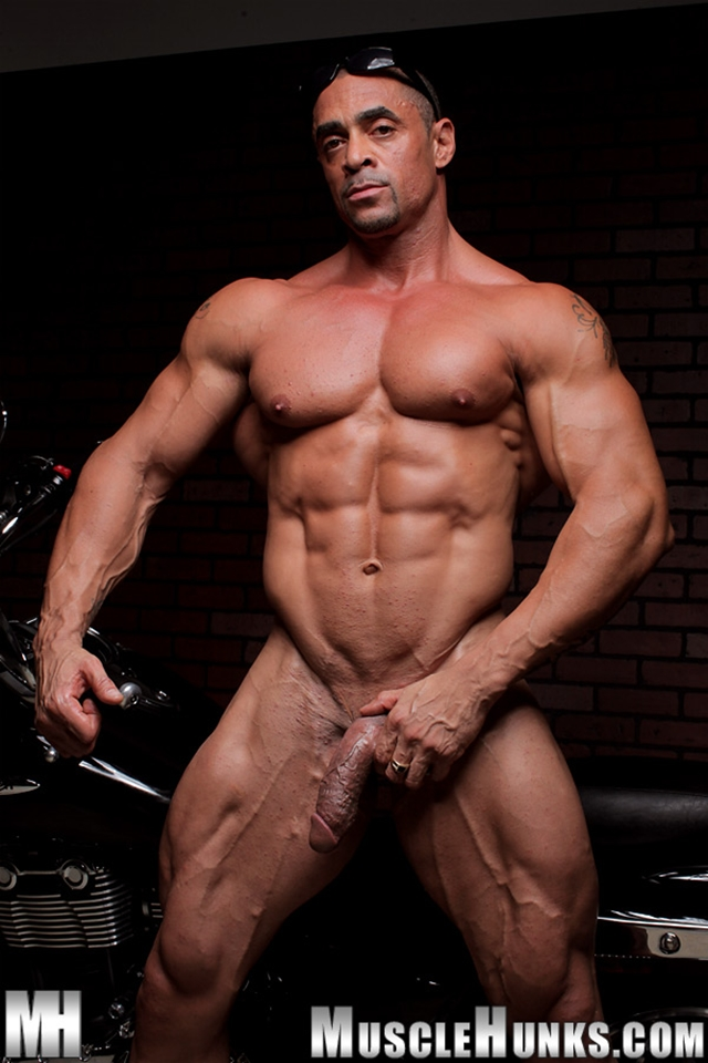 Nude-gay-bodybuilder-Eddie-Camacho-07gay porn-pics-photo