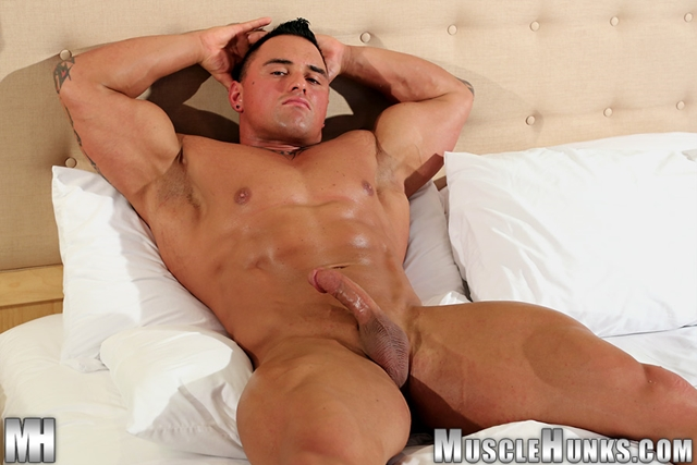Jackson-Gunn-Nude-bodybuilder-muscle-hunk-08-Gay-Porn-Pics-Video-photo