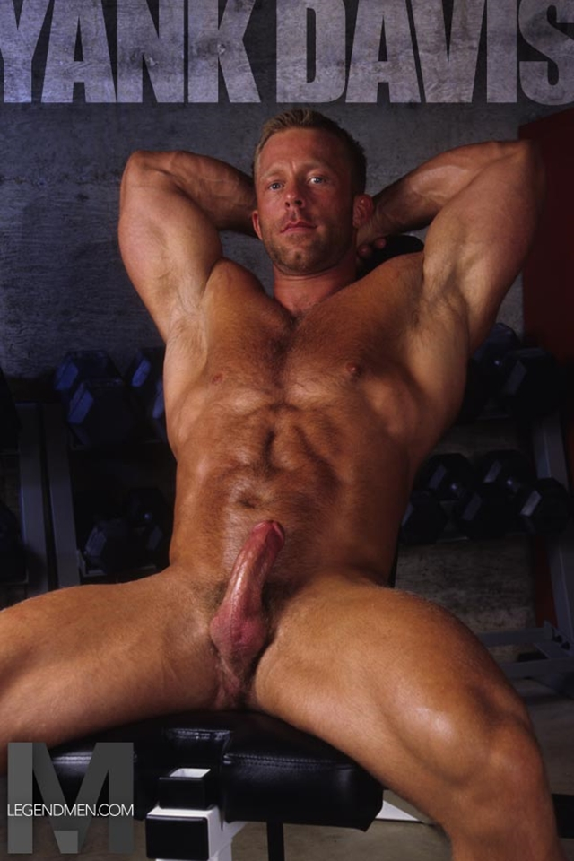Legend-Men-Muscle-Hunk-Nude-Bodybuilder-Yank-Davis-gay-porn-pics-video-photo