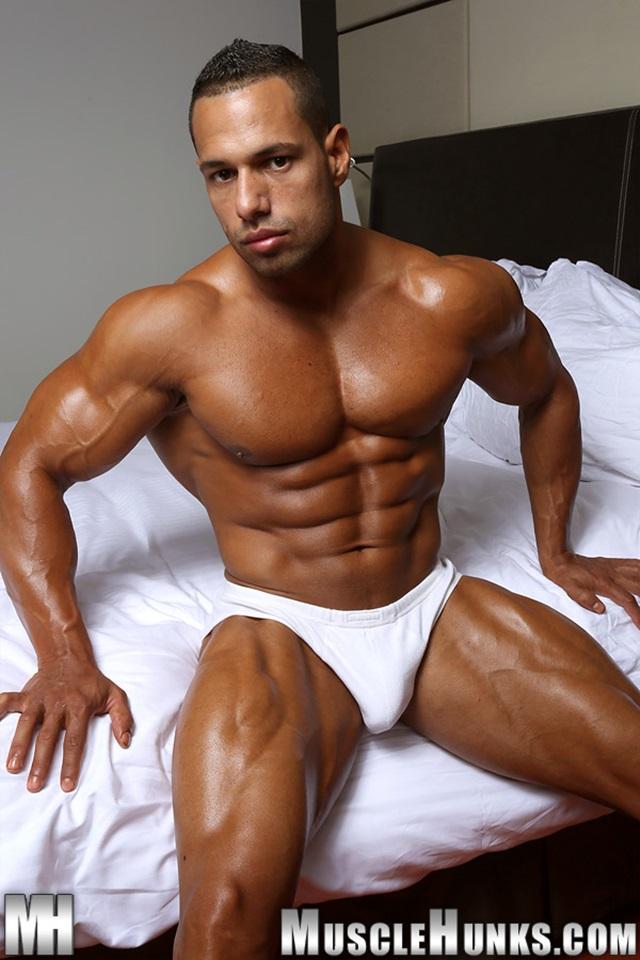 Cosmo-Babu-Muscle-Hunks-nude-gay-bodybuilders-porn-muscle-men-muscled-hunks-big-uncut-cocks-nude-bodybuilder-003-gallery-video-photo