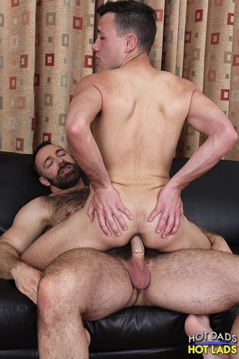 Muscle Daddy Rimming And Creampie