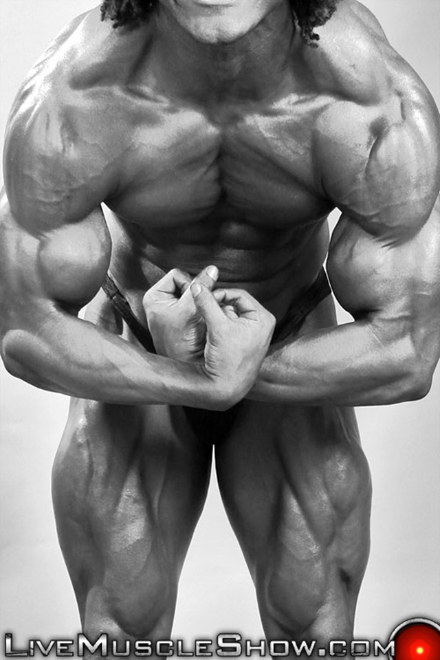 Live-Muscle-Show-Brice-King-veiny-arms-V-shaped-back-round-ripped-waist-abs-obliques-quads-bubble-butt-002-male-tube-red-tube-gallery-photo