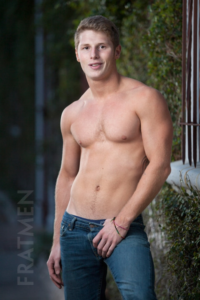 Fratmen-Bo-FRATPAD-Fratguy-Fratboy-red-blond-boy-next-door-ripped-muscle-stud-001-male-tube-red-tube-gallery-photo