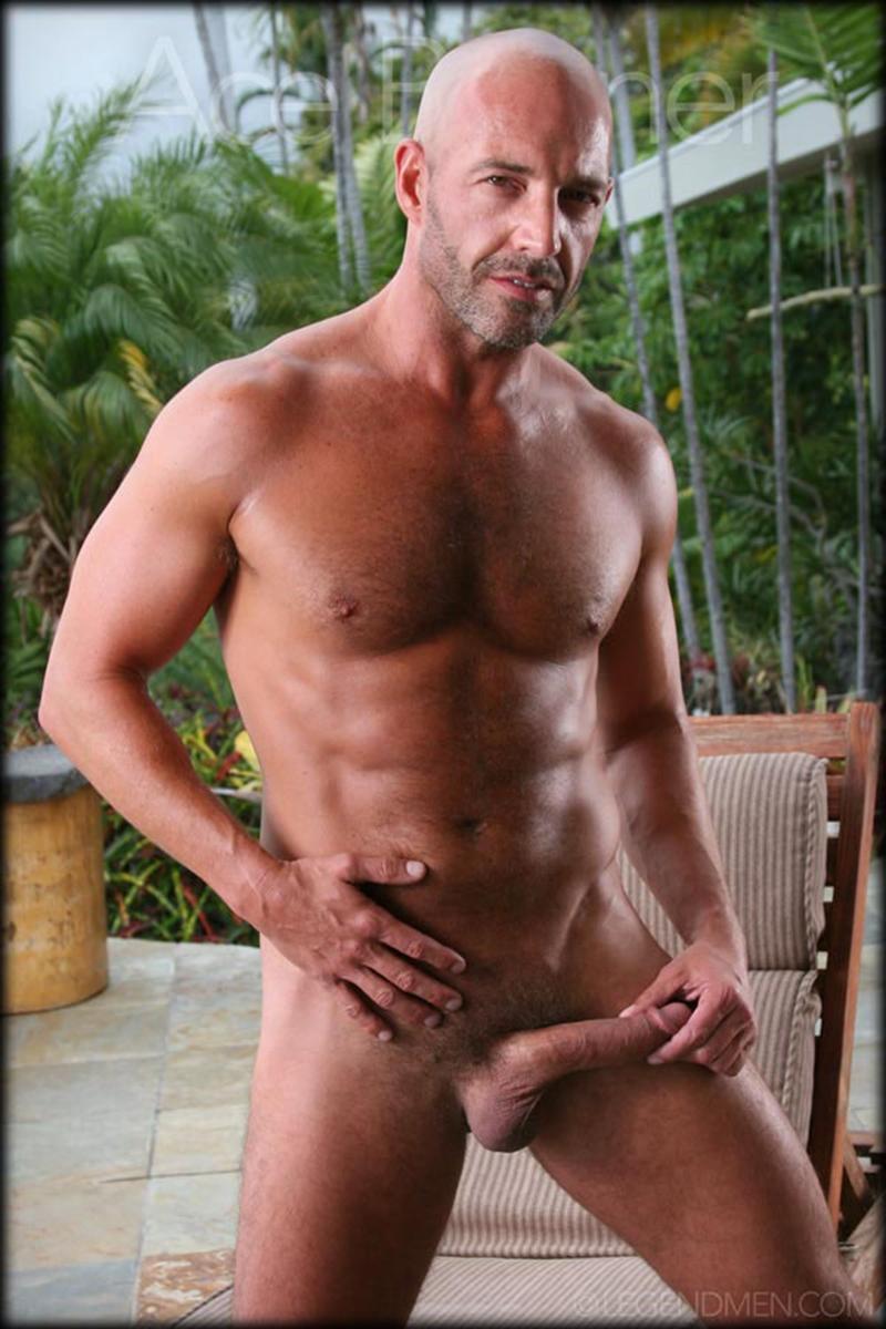 LegendMen-shaved-head-muscled-bodybuilder-Ace-Banner-strips-naked-masturbates-big-muscle-dick-hard-erect-007-male-tube-red-tube-gallery-photo