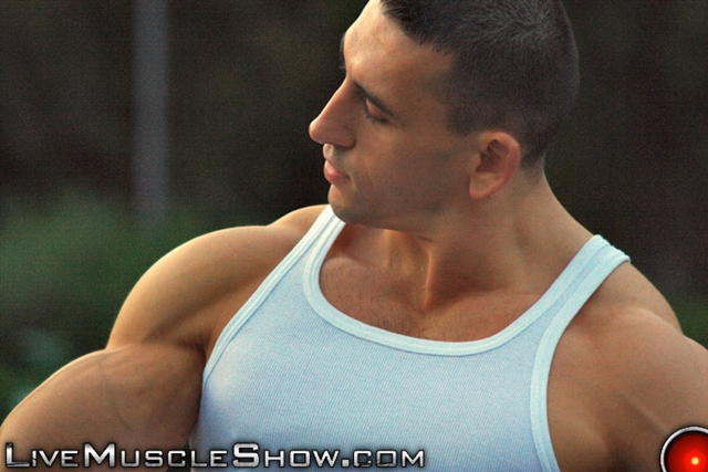 Live-Muscle-Show-huge-muscled-man-Patrick-sexy-muscular-guy-big-muscle-appreciation-worship-live-video-chat-008-male-tube-red-tube-gallery-photo