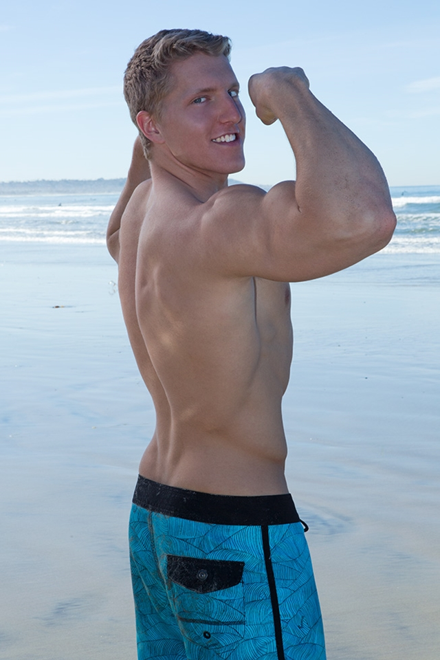 Sean-Cody-sexy-tattoos-ripped-muscle-body-Nolan-weak-knees-Sucking-hard-erect-cock-trick-005-male-tube-red-tube-gallery-photo