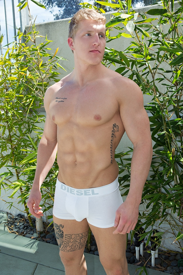 Sean-Cody-sexy-tattoos-ripped-muscle-body-Nolan-weak-knees-Sucking-hard-erect-cock-trick-016-male-tube-red-tube-gallery-photo