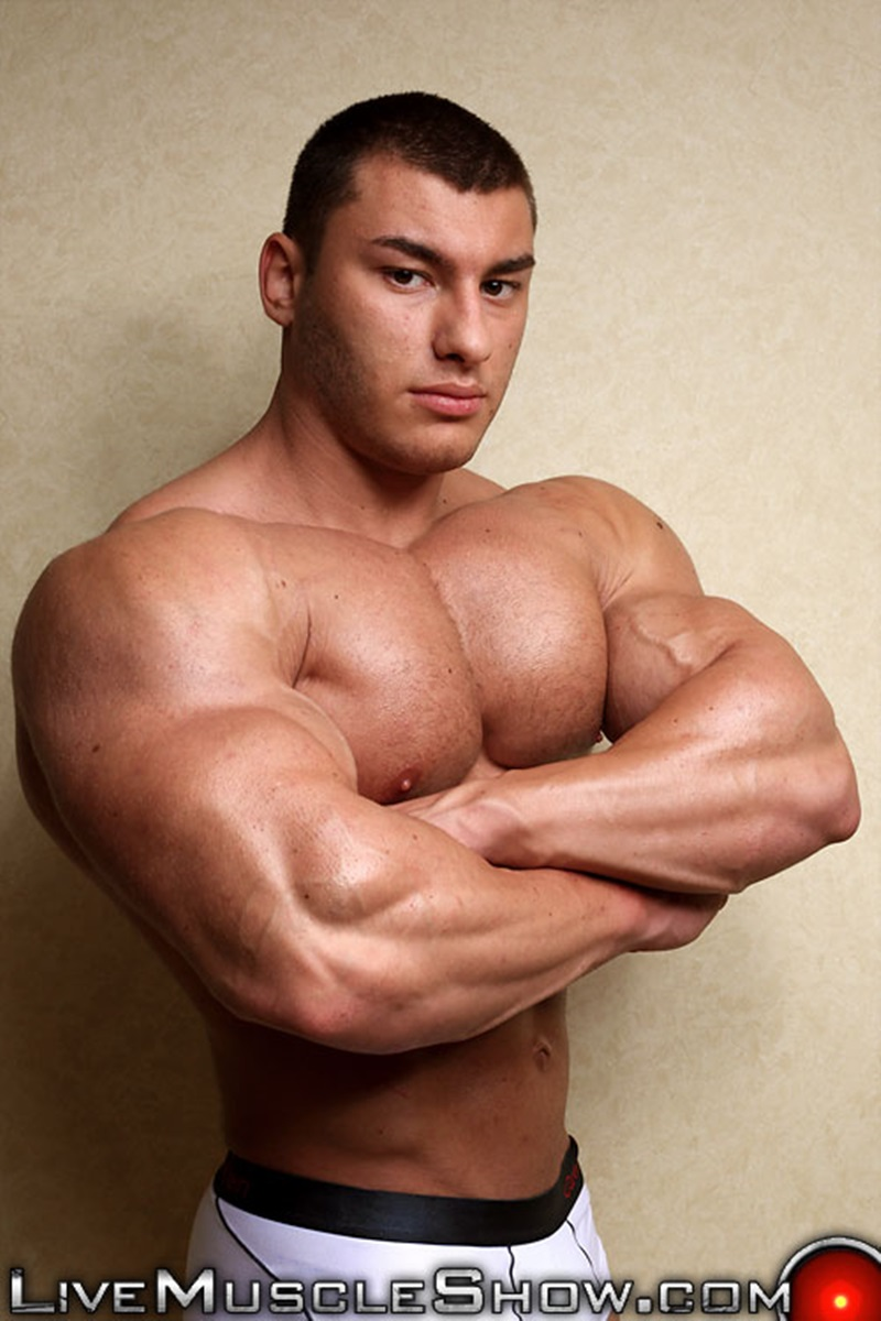 20 Year Old Big Muscle Boy Lev Danovitz Shows Off His Huge -3298