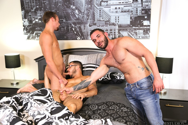 Hardcore ass fucking threesome Valentin Petrov, Fernando Del Rio and Zeke Weidman