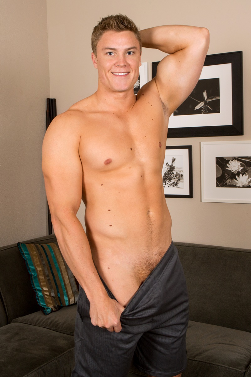 SeanCody-Wilson-big-muscle-naked-guy-beefy-teddy-bear-shy-boy-tanned-ripped-muscle-body-huge-thick-dick-jerking-cumshot-smooth-ass-cheeks-asshole-005-gay-porn-sex-gallery-pics-video-photo