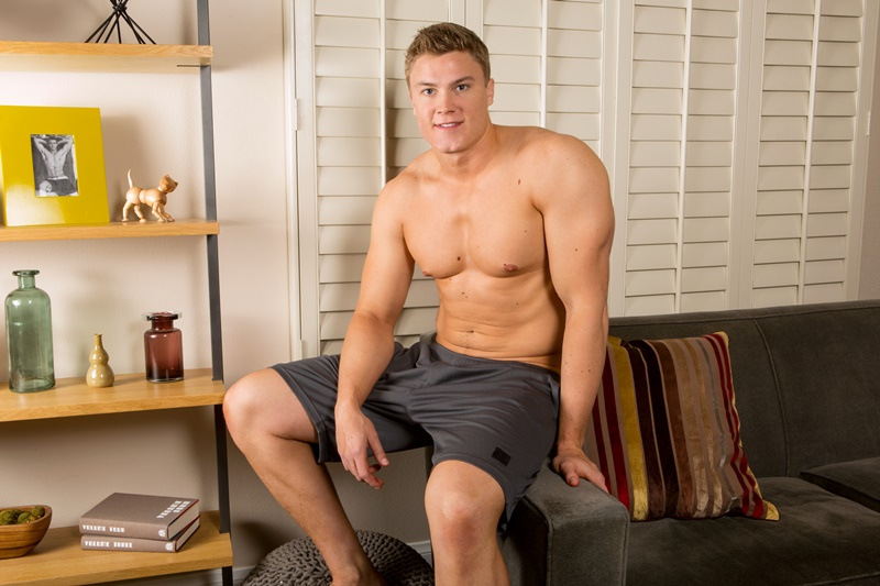 SeanCody-Wilson-big-muscle-naked-guy-beefy-teddy-bear-shy-boy-tanned-ripped-muscle-body-huge-thick-dick-jerking-cumshot-smooth-ass-cheeks-asshole-006-gay-porn-sex-gallery-pics-video-photo
