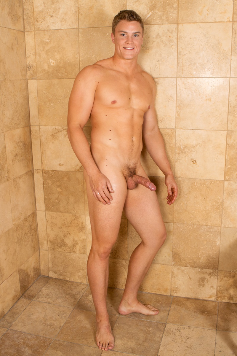 SeanCody-Wilson-big-muscle-naked-guy-beefy-teddy-bear-shy-boy-tanned-ripped-muscle-body-huge-thick-dick-jerking-cumshot-smooth-ass-cheeks-asshole-012-gay-porn-sex-gallery-pics-video-photo