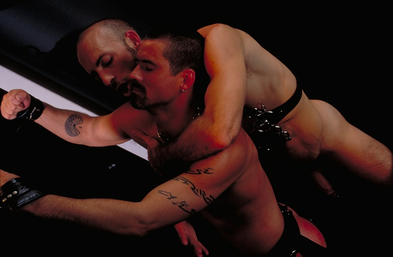 clubinfernodungeon-prince-albert-justin-southall-scott-samson-leather-fetish-fisting-anal-sex-buttplay-hairy-tattoos-bareback-sling-003-gay-porn-sex-gallery-pics-video-photo