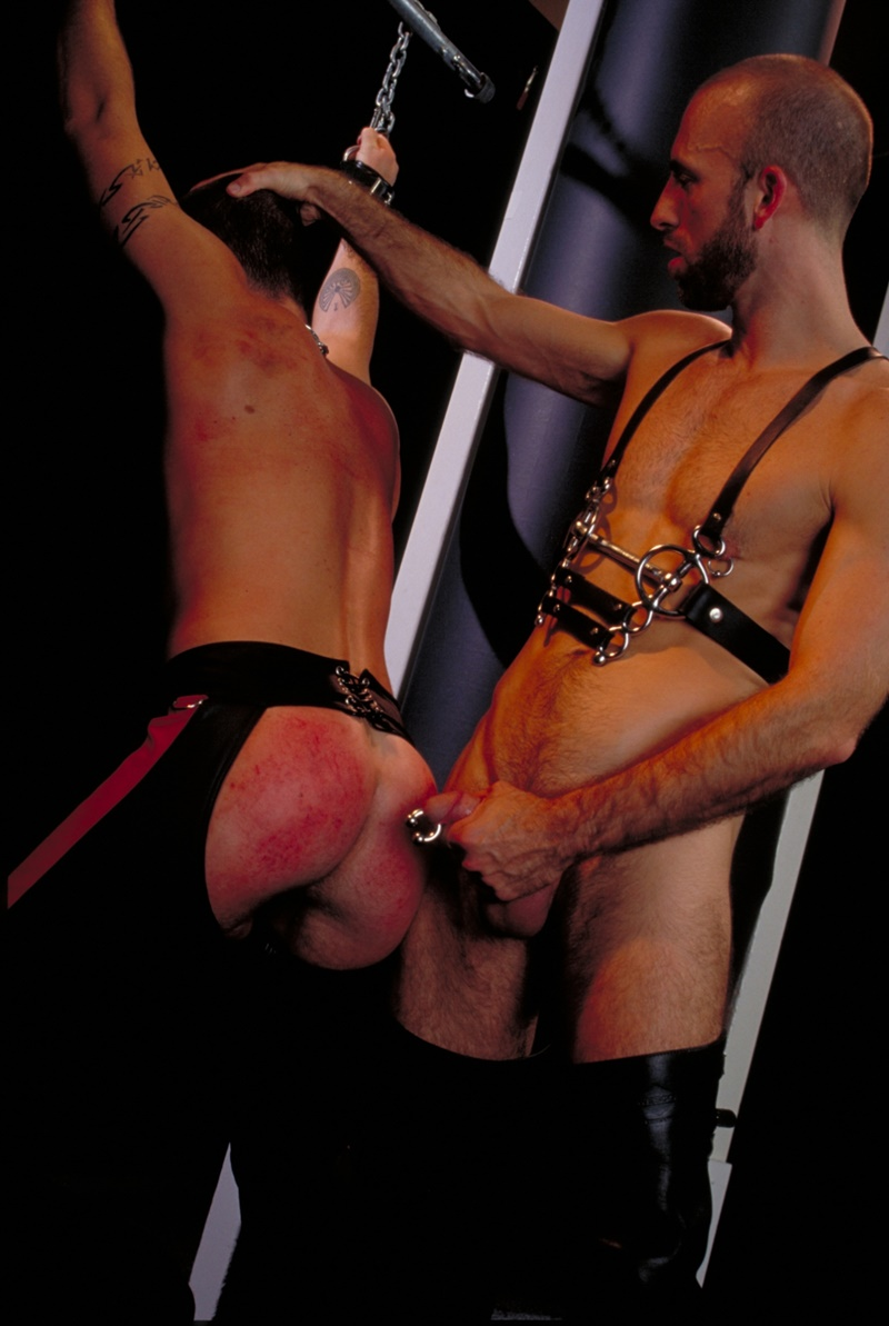 clubinfernodungeon-prince-albert-justin-southall-scott-samson-leather-fetish-fisting-anal-sex-buttplay-hairy-tattoos-bareback-sling-010-gay-porn-sex-gallery-pics-video-photo