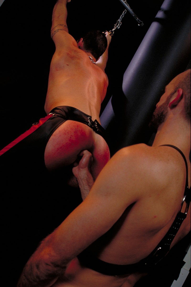 clubinfernodungeon-prince-albert-justin-southall-scott-samson-leather-fetish-fisting-anal-sex-buttplay-hairy-tattoos-bareback-sling-014-gay-porn-sex-gallery-pics-video-photo