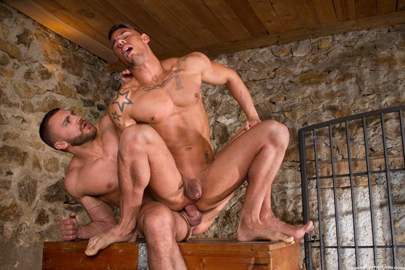 Muscled hunks Emir Boscatto and Sergyo Caruso jerk their huge erect cocks
