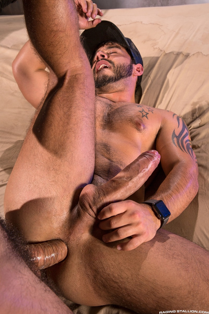 Horny Muscled Dudes Fuck