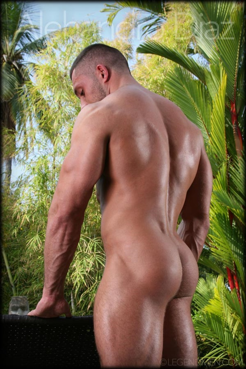 Hot Naked Big Muscle Dude Alehandro Diaz Strips And Shows -1795