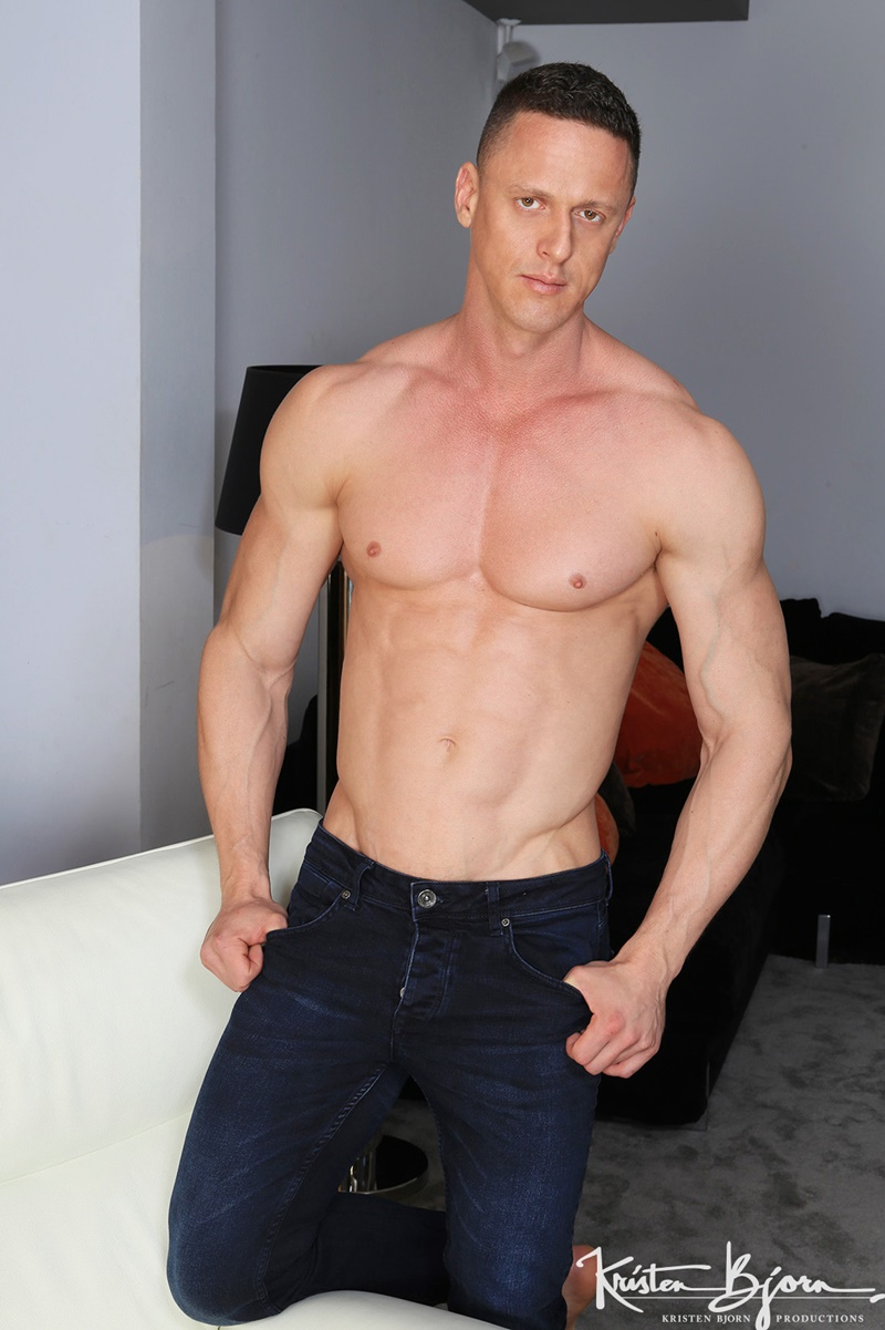 Hot naked big muscle men Diego Lauzen slips his cock deep