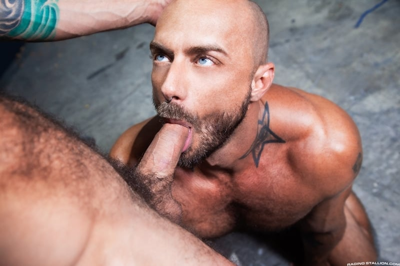 Bearded muscle hunk Jessie Colter's huge cock deep bareback fucking Drake Masters' sweaty hairy hole